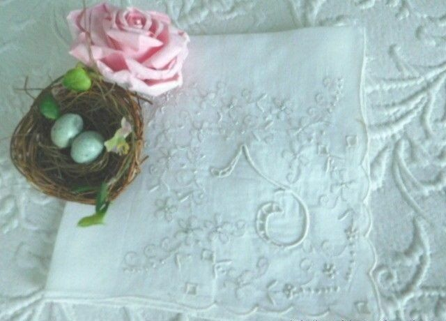 AnTiQuE BRIDAL ROMANCE * Embroidery & CUTWORK Monogram T * Vintage WEDDING HANKY