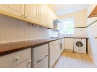 Lovely 3 bedroom flat in Manor Park dss with guarantor accepted