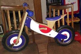 Wooden balance bike kidzmotion