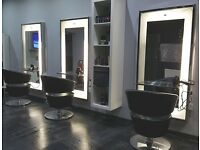 Hairdressers & beauty therapist required for a salon.