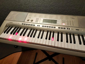 Casio LK 270 Digital Piano (61 key mint)