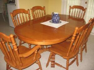 Solid maple wood, round dining table 2 extension leaves