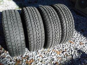 4 pneus d'hiver 10 plis lt245/75/16