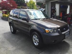 2006 Ford Escape XLT w extra set snow tires
