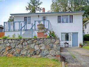 Charming & Bright Upper Level Home