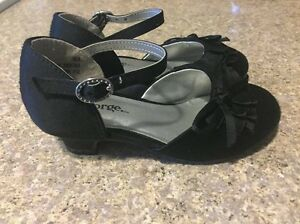 Girls size 9 dress shoes Regina Regina Area image 1