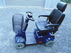 like new fortress scooter DT 1700 4 w blue colorTel.647-781-8987
