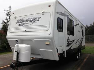2010 Komfort Trailer - Excellent condition with warranty