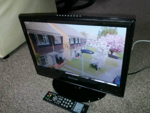 """19"""" Widescreen LCD Built-in Digital Freeview and DVD PLAYER"""