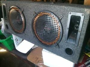 "2 10"" subs in enclosed box and two tweeters Gatineau Ottawa / Gatineau Area image 2"