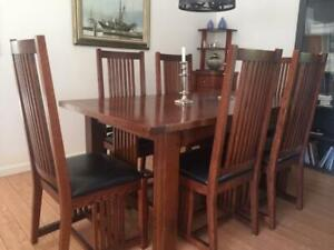 Solid - Mission Oak Dining Room Table + 8 chairs