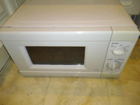 Argos Manual Microwave MM717CNF(F)-PM White 700W 17 litres