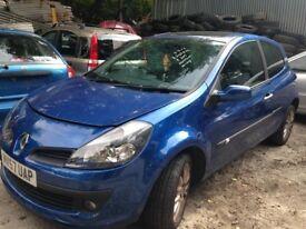 renault clio 1.6 petrol 2007 blue 2 door sports breaking for spares