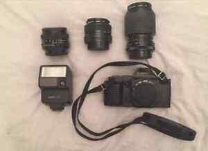 Caméra canon T70 + lentilles + flash