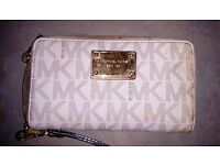 Pre Owned Michael Kors 97 Women's Jet Set Zip Around Continental Wallet