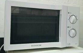 Daevoo white microwave