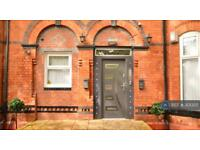 4 bedroom flat in Polygon Road, Crumpsall, M8 (4 bed)