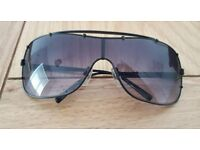 DKNY women's/ladies Sunglasses worth £100 (can deliver)
