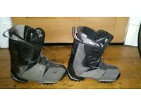 Men's Size 9 Salomon Snowboard Boots