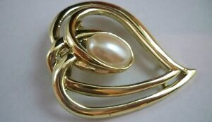 Vintage Gold Toned Heart Brooch with Faux Large Pearl