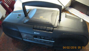 Sony CFD-350 w/remote control. Price reduced again. West Island Greater Montréal image 5