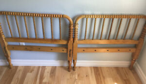 Antique Twin Spool Bed