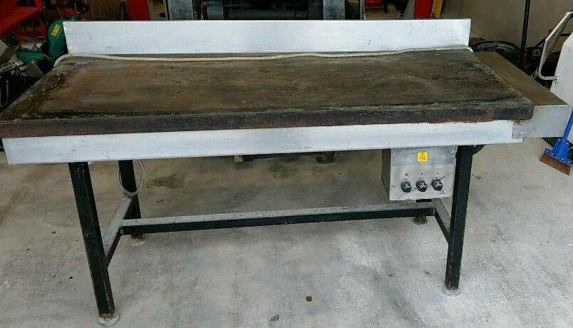 3 phase hot plate / griddle in good working . Solid work bench. Garage. Workshop.