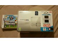 PERFECT CONDITION 3DS WHITE + SD CARD + NEW SUPER MARIO BROS + FREE SCREEN COVER