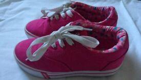 Girls pink Heeleys size 1 excellent condition