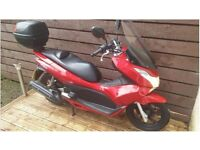 Honda Pcx SCOOTER -2013- 125CC - Very good condition -Givi box,front extended wind panel