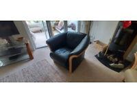 Stressless Ekornes Manhatton Armchair in Black Leather & Natural Wood.