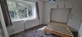 PRICE REDUCED £799 inc all bills!Garden studio flat with shower room. Cosy living with all mod cons.