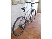 Hybrid bike excellent condition only selling due to getting a new bike