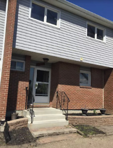 4 Bedroom Townhouse (Avail Jan 1) Clareview