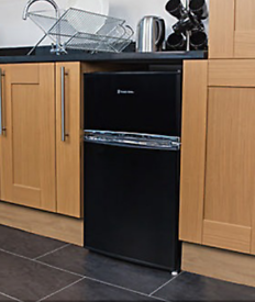 russel hobs undercounter fridge freezer great clean condition can also deliver