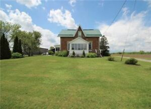4 b/room Farmhouse Just South Of Lindsay!