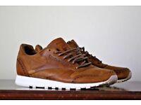 Reebok leather tan trainers . Size 6-7 Uk