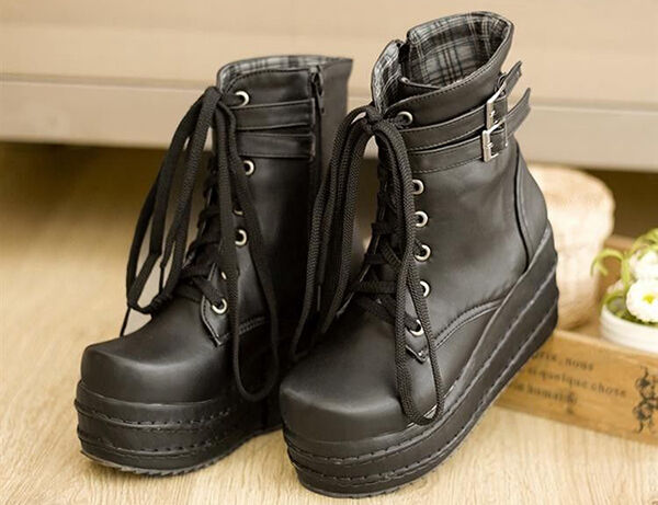 Women's Lace-up Boots Buying Guide