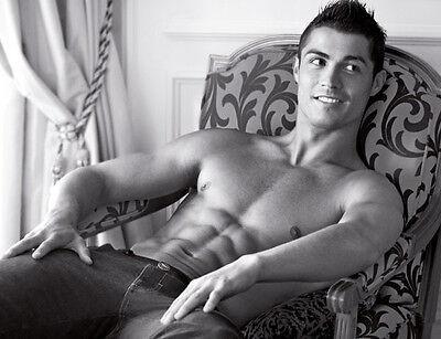 Cristiano Ronaldo UNSIGNED photo - B150 - TOPLESS!!!!!