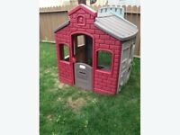 Little Tikes School House / Play House