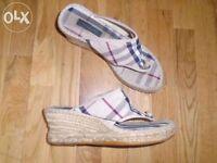 Burberry women's shoes size 3/4-post it