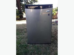 WHIRLPOOL MINI FRIDGE - BARELY TOUCHED