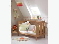 Mamas and Papas Chamberlain cot bed and chest of drawers / changer - immaculate condition