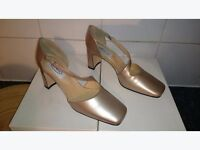 NEW LADIES SHOES - GRADUATE - CLOSED TOE CROSS STRAP COURT -