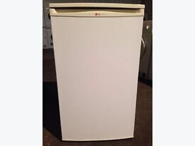 LG fridge in good working order no rust or dents or scratches for more info please call 01255319956