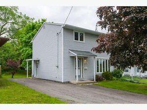 Bright 4b Semidetached house - 10 min to DOWNTOWN - for Nov. 1