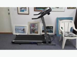 Tempo 610T 2.5 hORSE POWER Foldable treadmil - Perfectly workig.