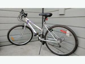 """LIKE NEW 24 Supercycle 18-speed lady /junior / Youth mountain bike bicycle height  riders 4'11"""" to 5'6"""" low mileage"""
