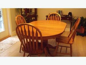Solid Oak Single Pedestal DiningTable and chairs