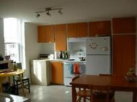 Looking for roommate for October // Cherche Coloc pour Octobre